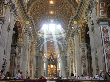 Pilasters in the nave of Saint Peter's articulate the space and draw attention forward to the altar. Photo: wikimedia.org/joselomba