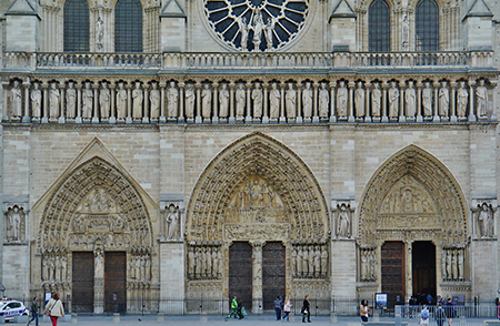 Portals on the west façade of Notre-Dame with statues of the kings of Judah above. Photo: wikimedia.org/Zairon