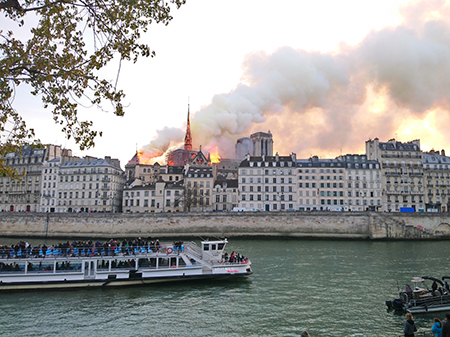The fire occurred on April 15, 2019, the Monday of Holy Week. Photo: wikimedia.org/Cilcée