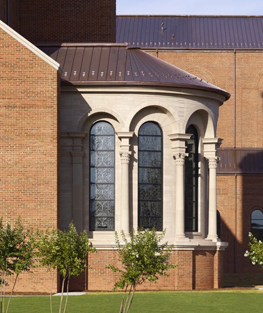 Corinthian columns ring a projecting side chapel. Photo: O'Brien and Keane