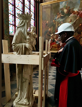 Robert Cardinal Sarah pauses in front of the statue of the Virgin of Paris during his visit to the cathedral in May 2019. Photo: twitter.com/Robert Cardinal Sarah