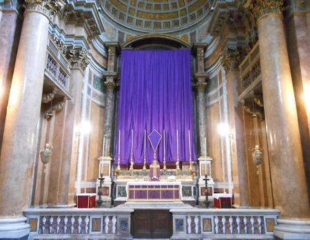 Santissima Trinità dei Pellegrini, Rome. Photo: New Liturgical Movement